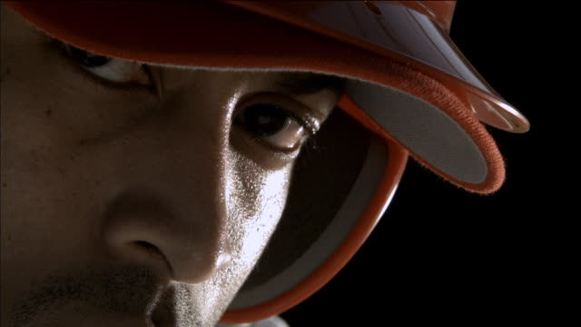 vidéos et rushes de cu slo mo baseball player / thousand oaks, california, usa - casquette de baseball
