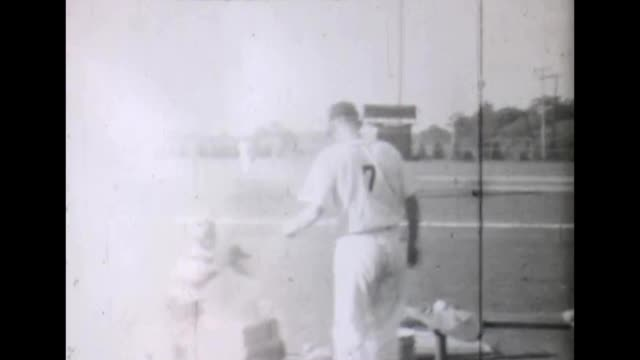 vídeos de stock e filmes b-roll de 1955 baseball players on field - camisola de basebol