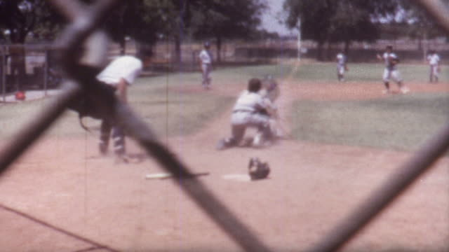 stockvideo's en b-roll-footage met baseball run 1970 - honkbal teamsport