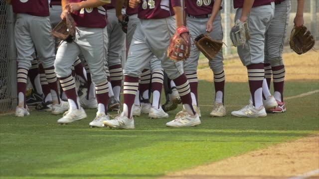 vidéos et rushes de a baseball team huddles before a game. - slow motion - serré