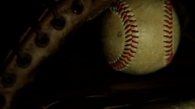 野球 - 野球用グローブ点の映像素材/bロール