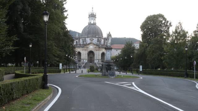 vídeos y material grabado en eventos de stock de basilica of loyola - catedral