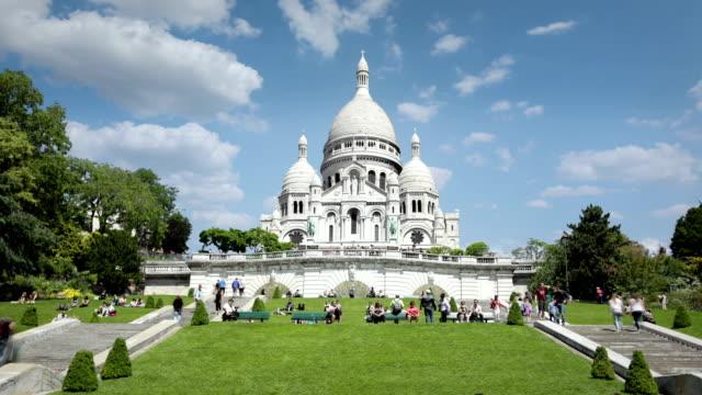 basilica of sacre coeur, paris, france - basilique du sacre coeur montmartre stock videos and b-roll footage