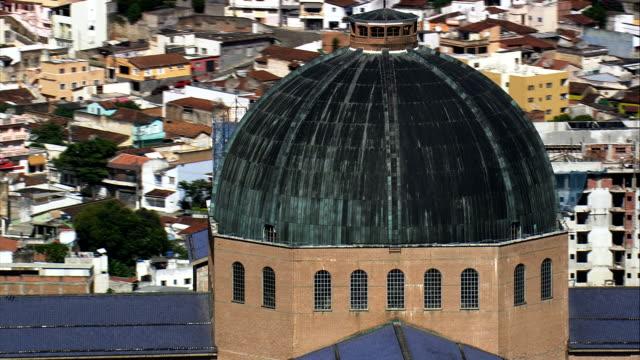 vídeos de stock, filmes e b-roll de basílica do santuário nacional de nossa senhora de aparecida-vista aérea-são paulo, aparecida, brasil - santuário