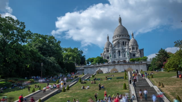 basilica of the sacra-coeur church, montmartre time lapse - basilique du sacre coeur montmartre stock videos & royalty-free footage