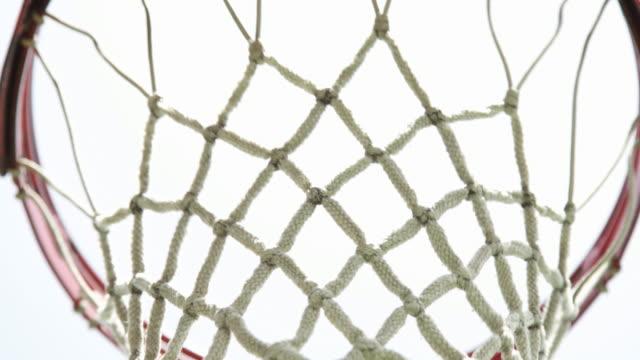 vídeos y material grabado en eventos de stock de cu basket ball in net - canasta de baloncesto
