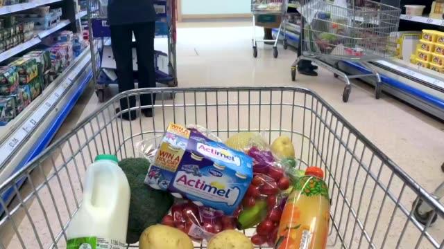 vídeos de stock, filmes e b-roll de a basket of goods is seen in a supermarket on february 19 2018 in bristol england the governor of the bank of england mark carney has called for the... - carrinho meio de transporte