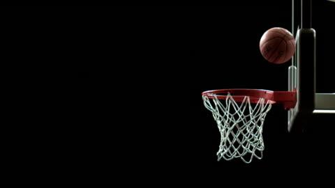 vídeos y material grabado en eventos de stock de sm ms basketball being thrown through air/ ball bouncing off rim and going into net/ auckland, new zealand - pelota