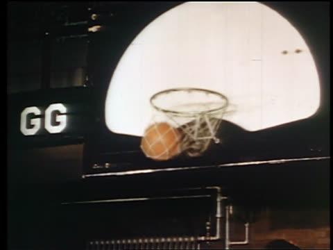 1945 basketball going thru net / industrial - 懷俄明州 個影片檔及 b 捲影像