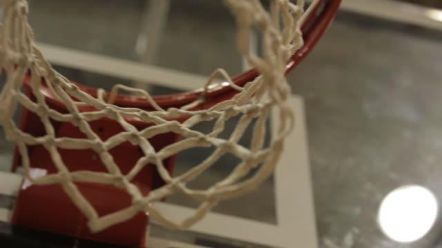 vídeos de stock, filmes e b-roll de basketball hoop - cesta
