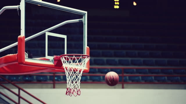 basketball into hoop, slow motion - fallimento video stock e b–roll