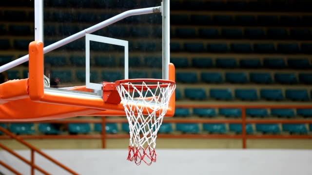 stockvideo's en b-roll-footage met basketbal in de hoepel, slow-motion - verlies