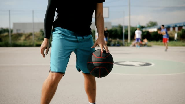 basketball player exercising on basketball court. - rimbalzare video stock e b–roll