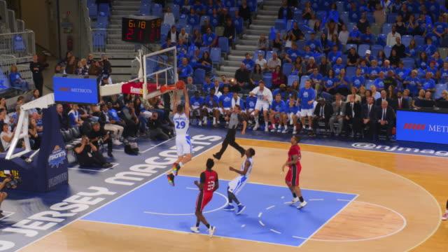 basketball player missing a long shot - game show bildbanksvideor och videomaterial från bakom kulisserna