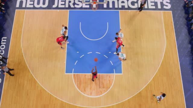 vídeos y material grabado en eventos de stock de aerial basketball player scoring a free throw shot - ubicación de película fuera de los estados unidos