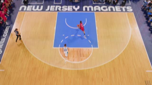 stockvideo's en b-roll-footage met aerial basketball player scoring points with a bank shot - buiten de vs