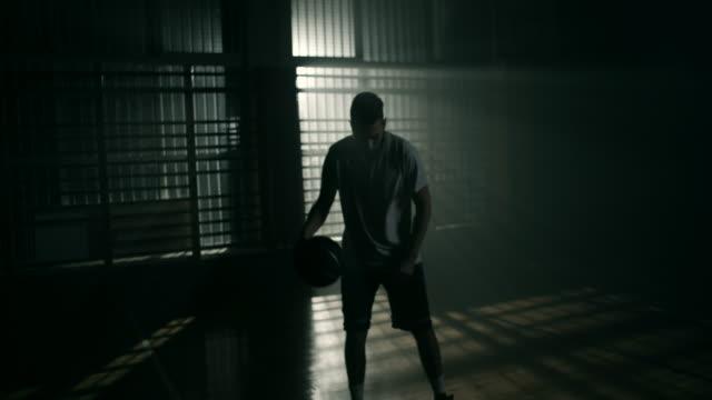 vídeos y material grabado en eventos de stock de jugador de baloncesto - jugador de baloncesto