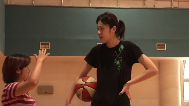 zo, ws, bb basketball team female player talking to woman in gymnasium, beijing, china - tall high stock videos & royalty-free footage