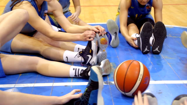 basketball team warming up - warming up stock videos & royalty-free footage