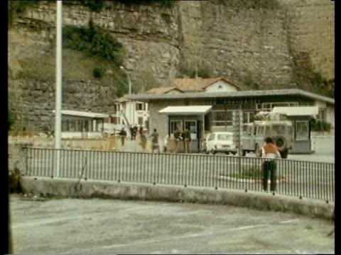 "story 2; ulf 6.2.81 france/ spain border french border post ditto irun"" zoom in eta graffiti - basco video stock e b–roll"