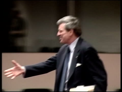 int paul bremer into press conference and shakes hands paul bremer press conference sot they showed once again that the terrorists are willing to... - bassora video stock e b–roll