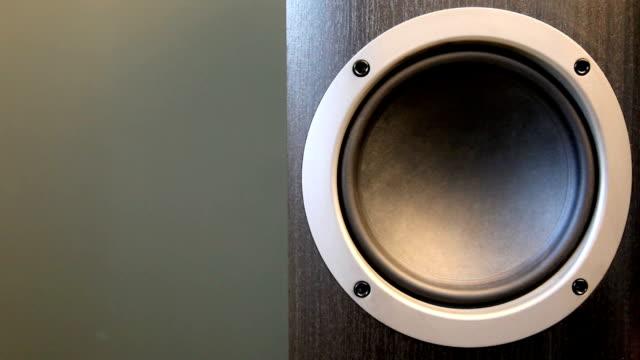 vídeos de stock, filmes e b-roll de bass qsc-circulares - sacudindo