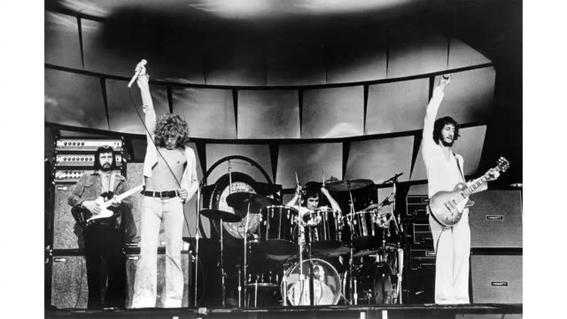 bassist john entwistle, singer roger daltrey, drummer keith moon and guitarist pete townshend of the rodk and roll band 'the who' perform onstage in... - roger daltrey stock-videos und b-roll-filmmaterial
