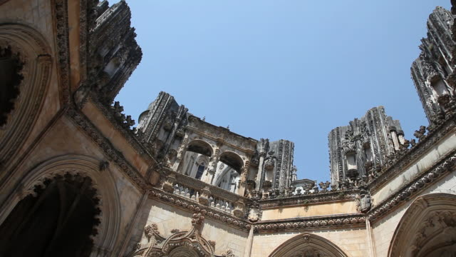 batalha monastery (mosteiro de santa maria da vitoria de batalha), unfinished chapels, the open roof - monastery stock videos & royalty-free footage