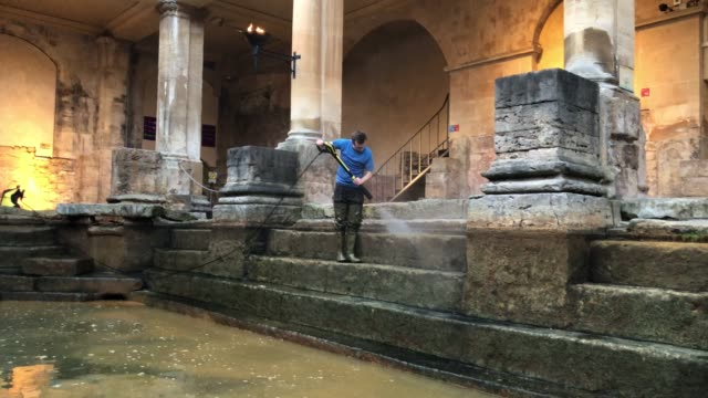 bath and north east somerset council contactors brush algae and sludge from the original roman lead lined floor of the great bath as it is drained of... - guter zustand stock-videos und b-roll-filmmaterial