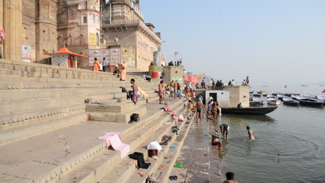 WS Bathers at river Ganges / Varanasi, Utter Pradesh, India