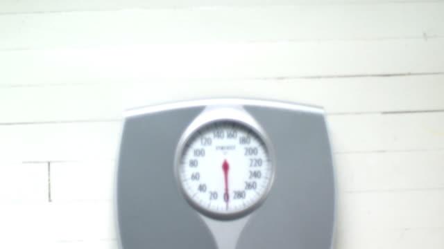 td cu bathroom scale on floor, scarborough, new york, usa - 体重計点の映像素材/bロール