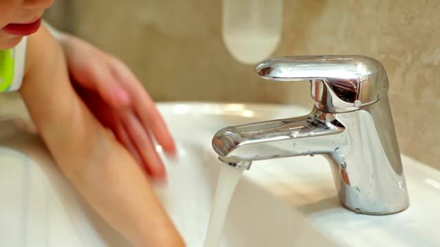 Bathroom: unscrew the tap