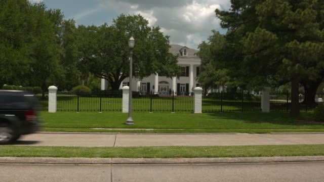 wgno baton rouge louisiana us mansion behind fence on wednesday may 17 2017 - luisiana stock videos and b-roll footage
