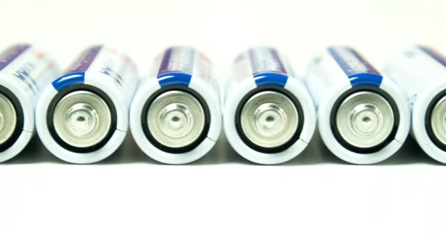 白色背景上的電池。 - 底片 個影片檔及 b 捲影像
