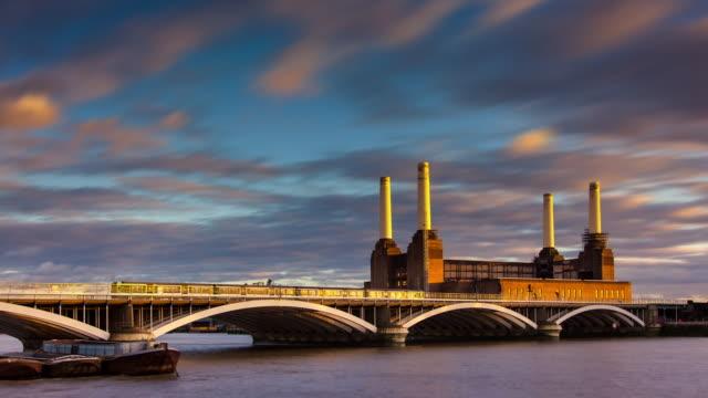 stockvideo's en b-roll-footage met battersea power station and bridge - time lapse - wandsworth