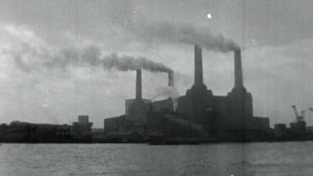 battersea power station development criticized for reducing numbers of affordable homes vs140257097 / tx 1421957 general views of smoke rising from... - バタシー発電所点の映像素材/bロール