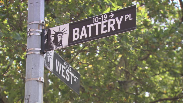 cu, battery place street sign, new york city, new york, usa - western script stock videos & royalty-free footage