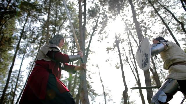 Schlacht zwischen zwei starken und aggressiven Gegner, mittelalterlichen Ritter.