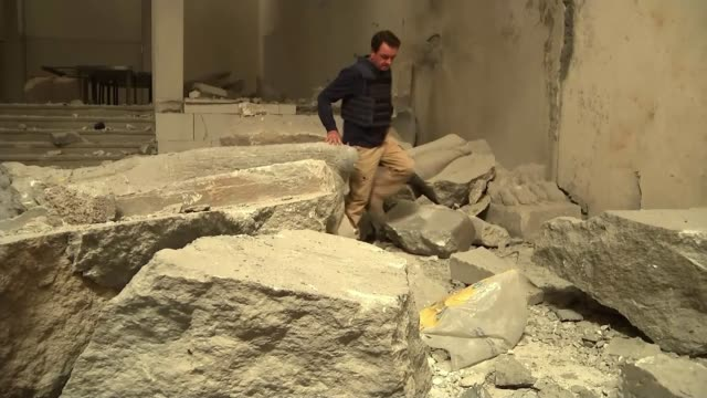 iraq troops close in on alnuri mosque major general bahaa azzawi interview sot/ mosul museum int reporter walking amongst stones of smashed monuments... - monumente stock-videos und b-roll-filmmaterial