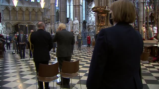 westminster abbey service england london westminster westminster abbey boris johnson mp along up steps and bowing before altar and along to lectern... - war and conflict点の映像素材/bロール