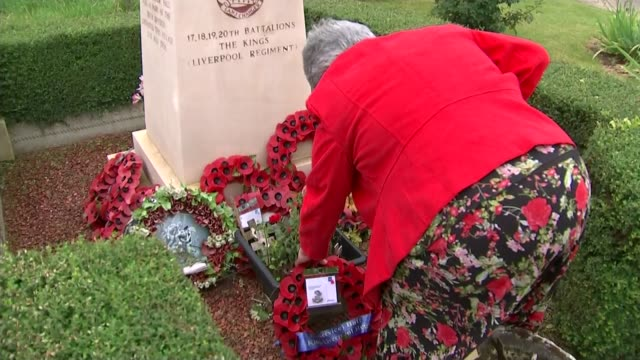 battle of the somme centenary liverpool pals regiments france montauban ext various of woman laying poppy wreath at memorial to soldiers from the... - kranz stock-videos und b-roll-filmmaterial