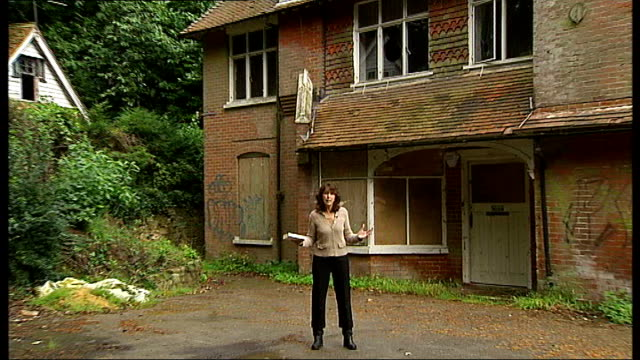 battle to save sir arthur conan doyle's former home; surrey: undershaw: reporter and man looking at derelict house where doyle once lived broken... - arthur conan doyle stock videos & royalty-free footage