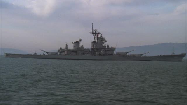 vidéos et rushes de ms, battleship uss missouri, california coast, usa - cuirassé