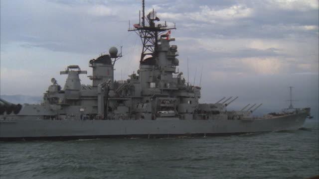vidéos et rushes de ms, zi, zo, battleship uss missouri, san francisco bay, california, usa - cuirassé