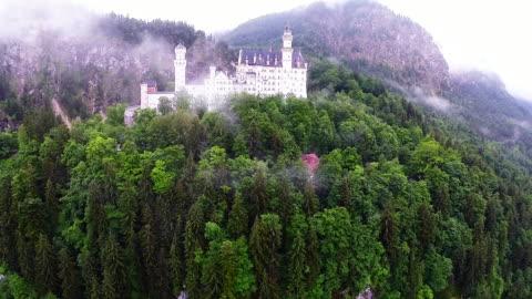 bavaria landmarks - neuschwanstein castle - fairy tale stock videos & royalty-free footage