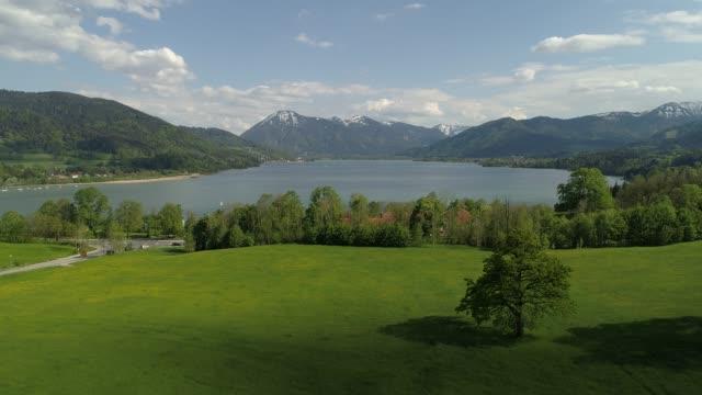 bavarian alps, lake tegernsee, germany, europe - bavarian alps点の映像素材/bロール