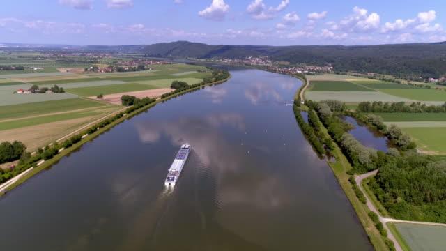 vidéos et rushes de vallée bavaroise du danube au printemps - fleuve danube