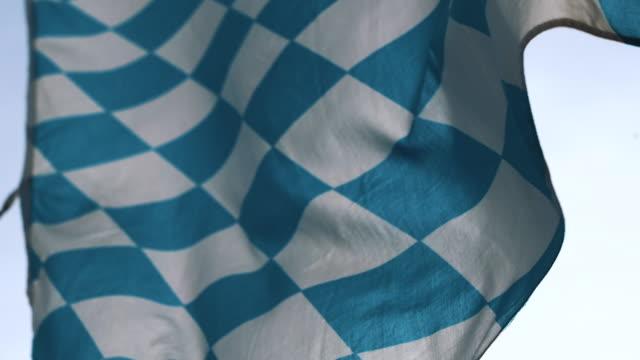 バイエルンの旗、ミュンヘン、バイエルン、ドイツ - バイエルン州点の映像素材/bロール