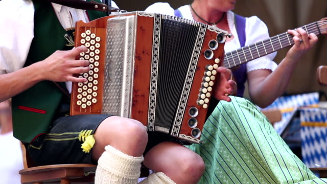 stockvideo's en b-roll-footage met bavarian musician at oktoberfest in munich - duitsland