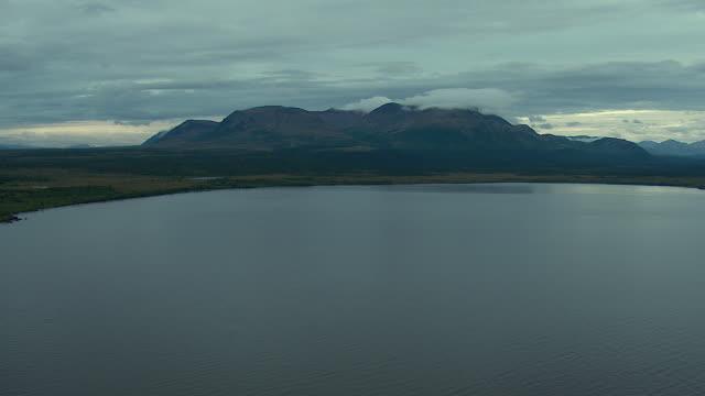 bay and mountainous coastline in alaska - kenai peninsula stock videos & royalty-free footage